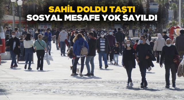Kuşadası'nda Sahiller Doldu, Sosyal Mesafe Yok Sayıldı!